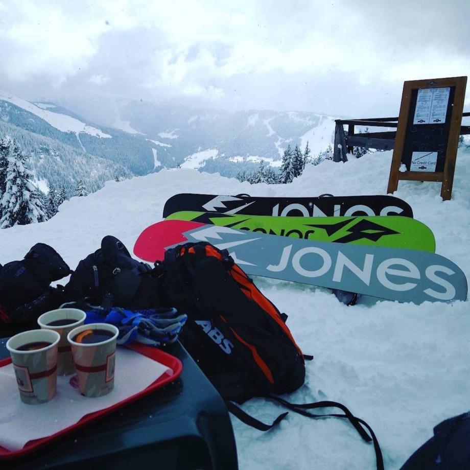 apres ski mountain cafe